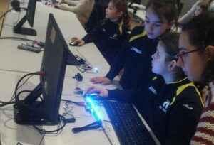 leds, Tecnología Educativa Sabadell, chicas, tecnologia, talleres, robotica educativa, adolescentes, evento, cursos